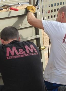 Pequeños trabajos de mantenimiento (pintura puerta)