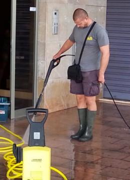 Pavimento con hidrolimpiadora 2